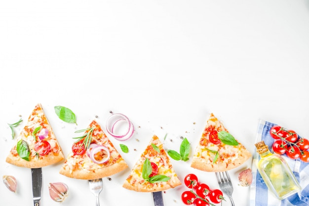 Pedaços de pizza de queijo margarita