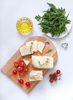 Pedaços de queijo adyghe