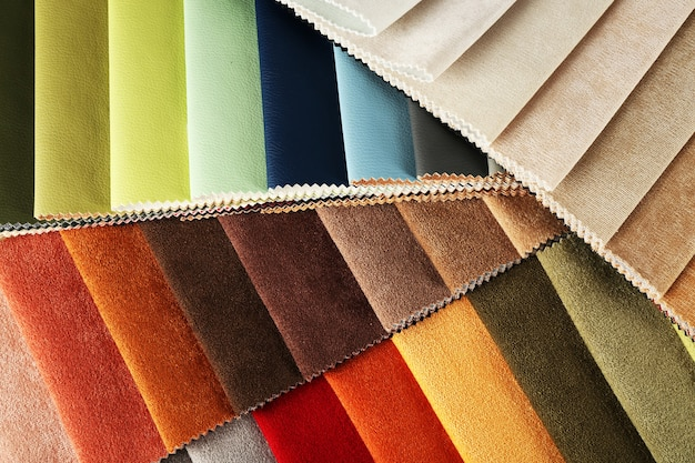 Pedaços de tecido colorido close-up