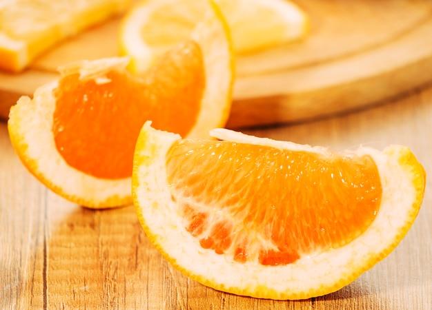Pedaços suculentos de laranja