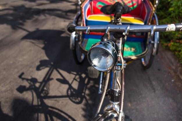 Pedal de triciclo velho da tailândia