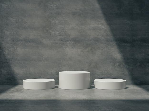 Pedestais brancos para exibição do produto na sala de cimento
