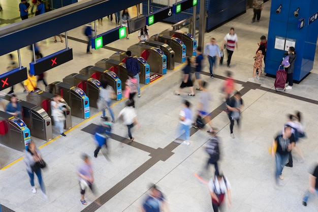 Pedestre, comutador, torcida, ocupado, trem, estação pessoas, viajando, em, estação metrô