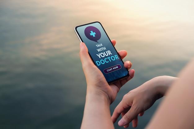 Pedido on-line de medicamentos via telefone celular para solicitar uma consulta ao médico