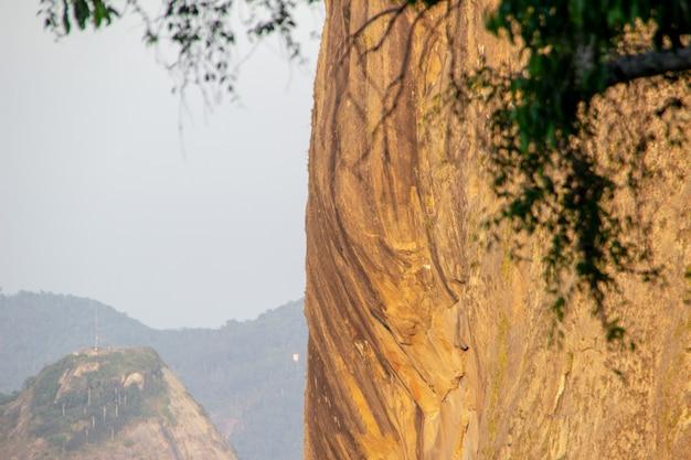 Pedra da colina da urca no rio de janeiro