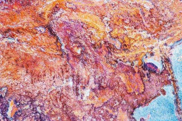 Pedra de mármore colorida em processamento industrial. telhas de cerâmica