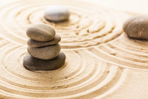 Pedra de meditação zen jardim