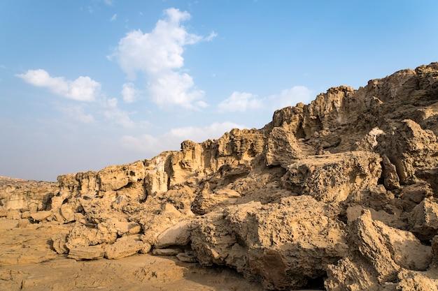 Pedra grande. declive pedregoso. paisagens de chipre. isso tem um traçado de recorte.