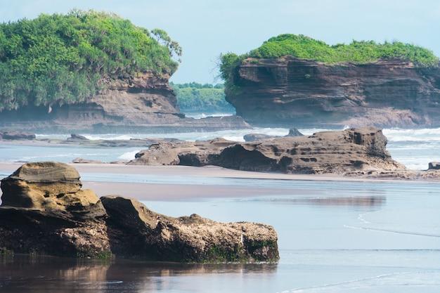 Pedra, ilhas, e, penhascos, ligado, a, costa, de, a, ilha, indonésia, bali
