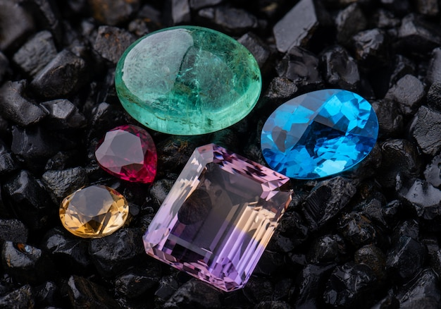 Pedra preciosa esmeralda e quartzo azul.