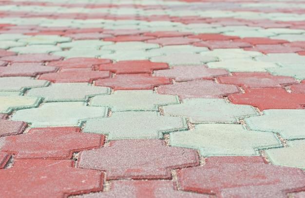Pedras de pavimentação vermelhas e verdes