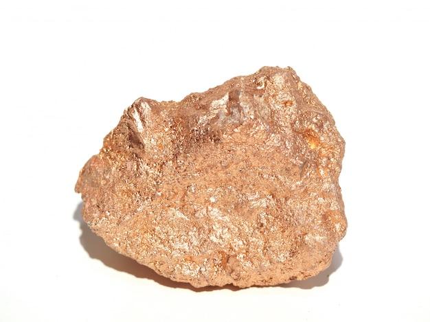 Pedras preciosas ouro rosa são extraídas de minas