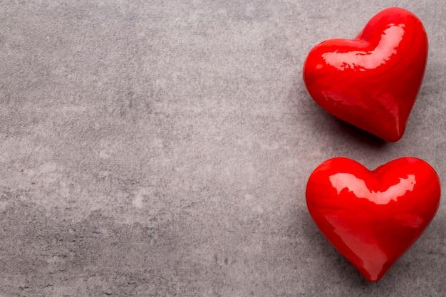 Pedras vermelhas em forma de coração