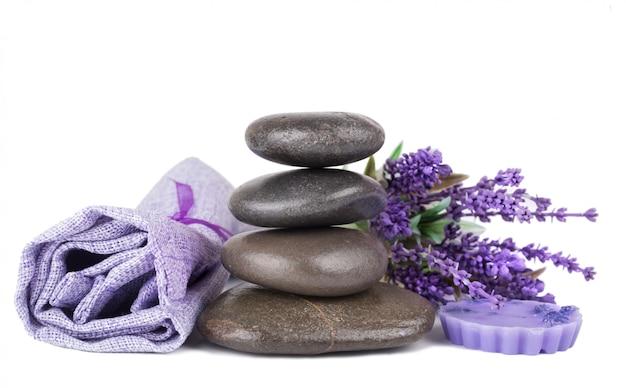 Pedras zen e sabonete de lavanda