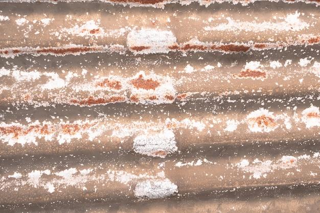 Peeling e corrosão em chapas de aço