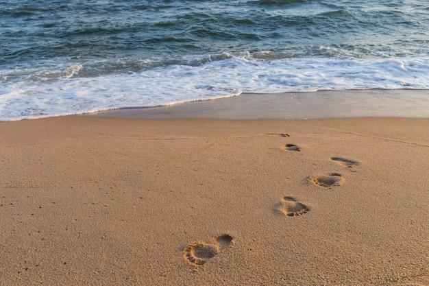 Pegadas na areia praia natureza fundo