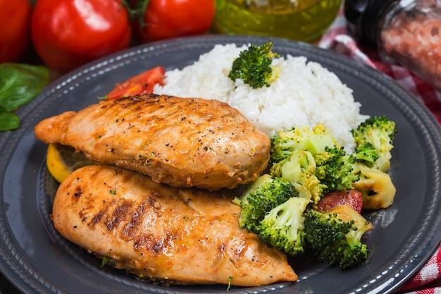 Peito de frango e arroz