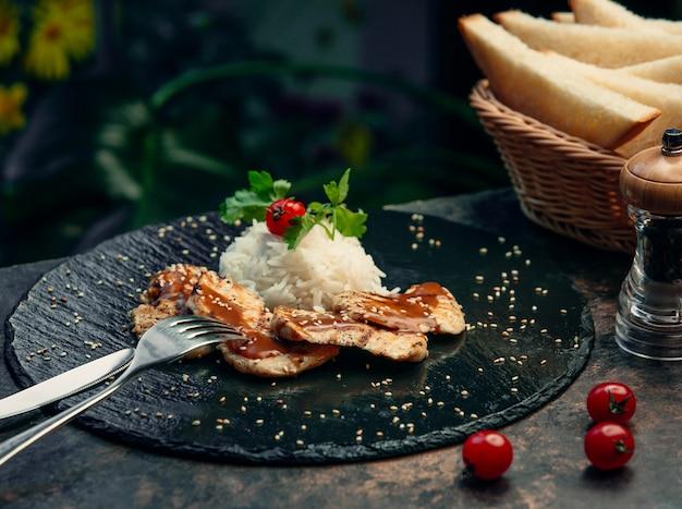 Peito de frango frito com arroz