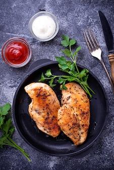 Peito de frango grelhado ou filé na panela de ferro