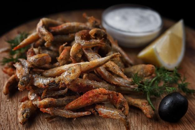 Peixe anchova frito