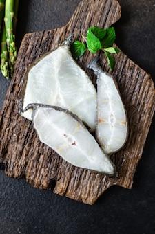 Peixe bagre bife pedaço de frutos do mar cru saudável comida orgânica refeição cópia espaço fundo de alimentos