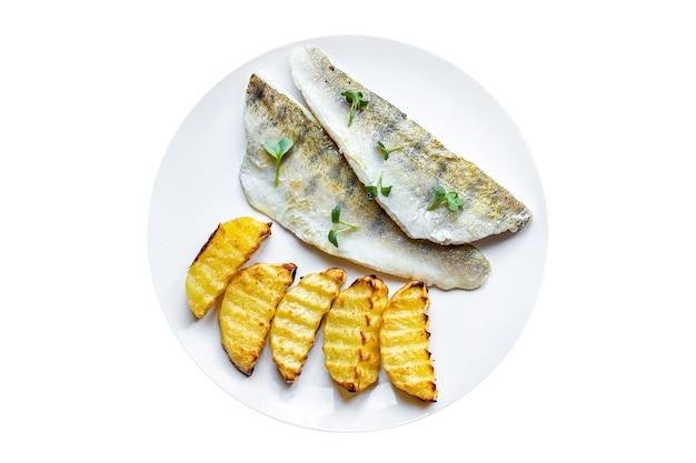 Peixe batata frita segundo prato lúcio poleiro peixe fresco frutos do mar refeição lanche cópia espaço comida