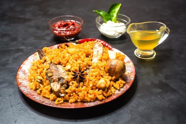 Peixe biryani. arábia saudita peixe kabsa.