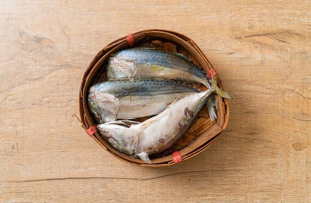 Peixe cavala cozido no vapor