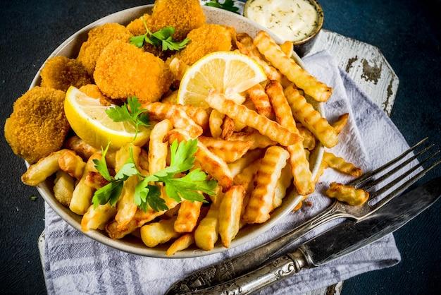 Peixe com batatas fritas com molho tártaro