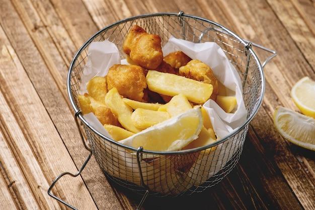 Peixe com fritas clássico