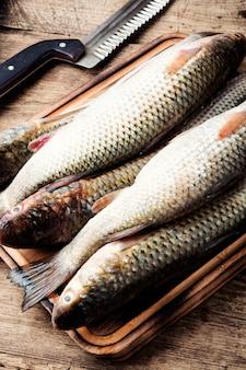 Peixe cru com especiarias