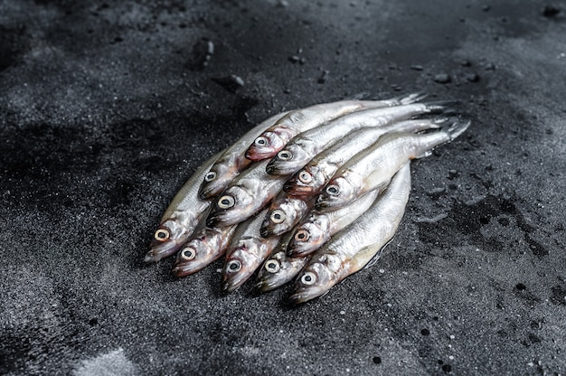 Peixe cru fresco do mar pequeno