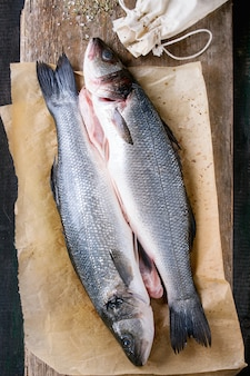Peixe cru seebass