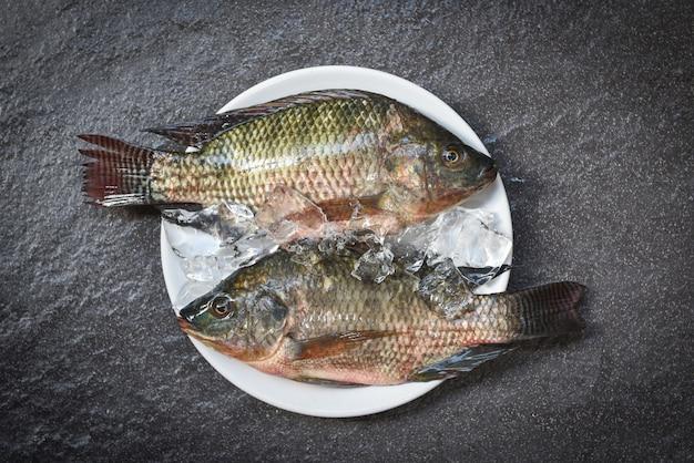 Peixe de tilápia de água doce para cozinhar alimentos no restaurante asiático