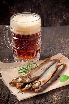 Peixe defumado com cerveja