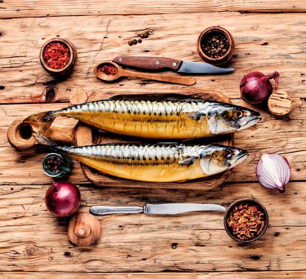 Peixe defumado com especiarias