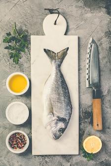 Peixe delicioso pargo fresco