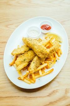 Peixe e batata com batata frita