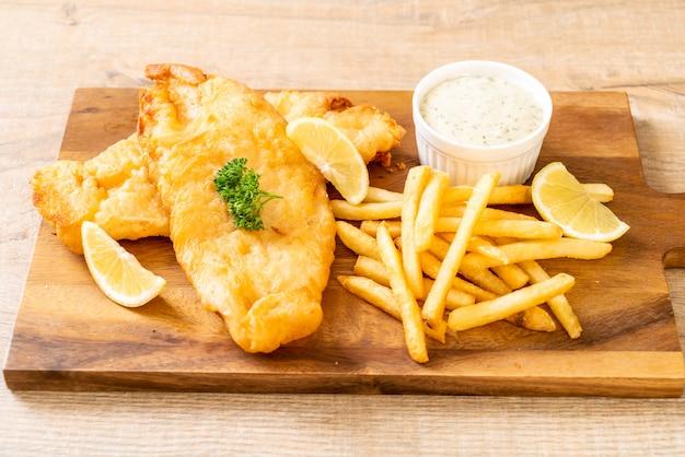Peixe e batatas fritas com batatas fritas