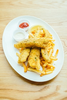 Peixe e chip com batatas fritas