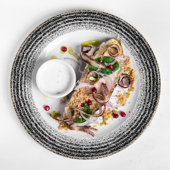 Peixe e marisco cozinhados deliciosos