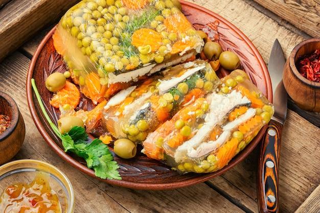 Peixe empanada no prato