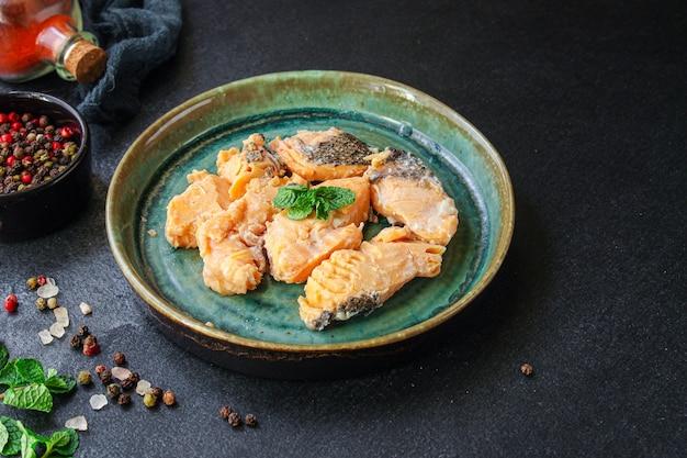 Peixe enlatado salmão frutos do mar prontos para comer