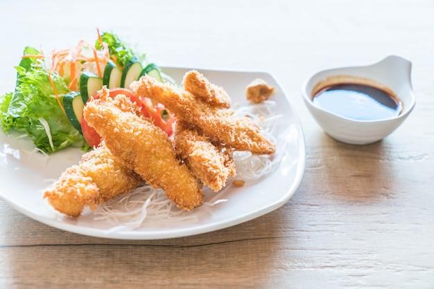 Peixe frito com molho tonkatsu