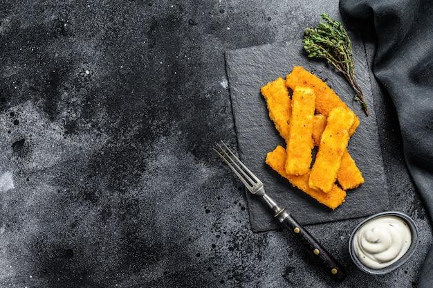 Peixe frito crocante com pão ralado
