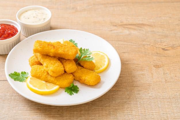 Peixe frito palito de dedo ou batatas fritas peixe