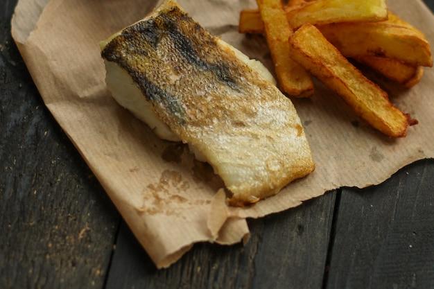 Peixe, frutos do mar fritos