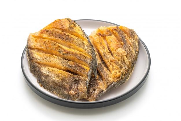 Peixe gouramy crocante