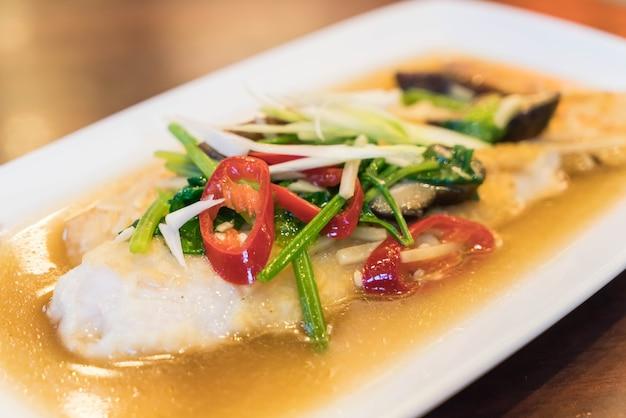 Peixe grelhado com molho de soja