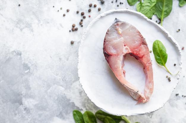 Peixe polpa branca carne bife carpa prateada frutos do mar crus alimentos saudáveis